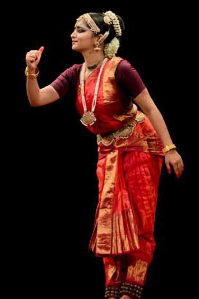 https://indianartistes.com/images/profiles/ayanaperla4p.jpg