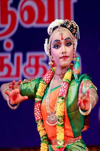 https://indianartistes.com/images/profiles/nishreya4p.jpg